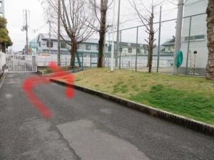 突き当りを左に行って、次を右に